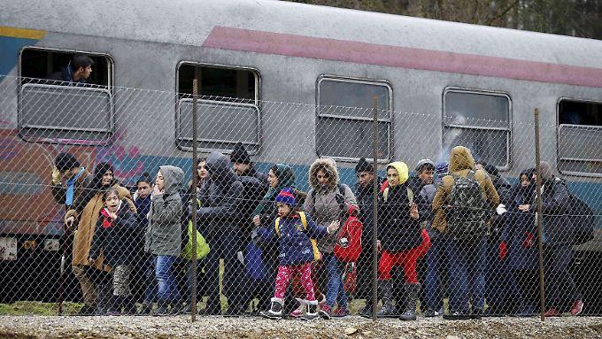 Die Grenze in Spielfeld müssen Flüchtlinge zu Fuß überqueren.