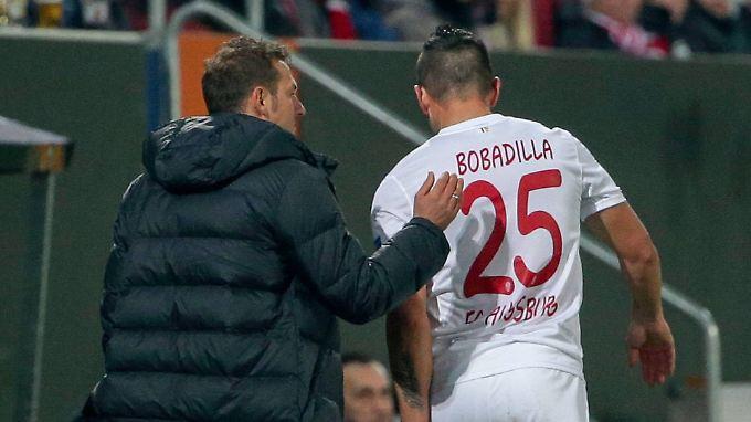 Für Raul Bobadilla war Augsburgs Highlight-Spiel gegen Liverpool eine kurze Angelegenheit.