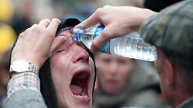 Egal welcher Körperteil mit Pfefferspray in Kontakt gekommen ist, es sollte schnellstmöglich mit Wasser abgespült werden.