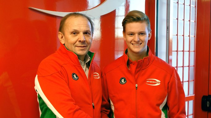 """""""Er ist schnell, clever und entschlossen"""", sagte Teamchef Angelo Rosin über Mick Schumacher."""