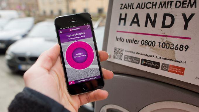 """Mit der App """"Easypark"""" kann man via Smartphone kostenpflichtige Parkplätze bezahlen."""