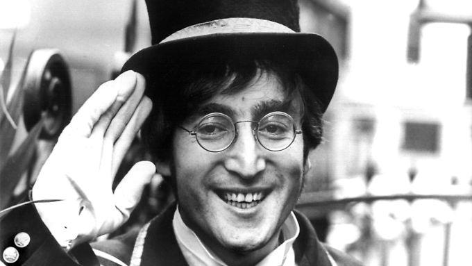 John Lennon auf einem Foto aus dem Jahr 1966: Da hat er alle seine Locken noch.