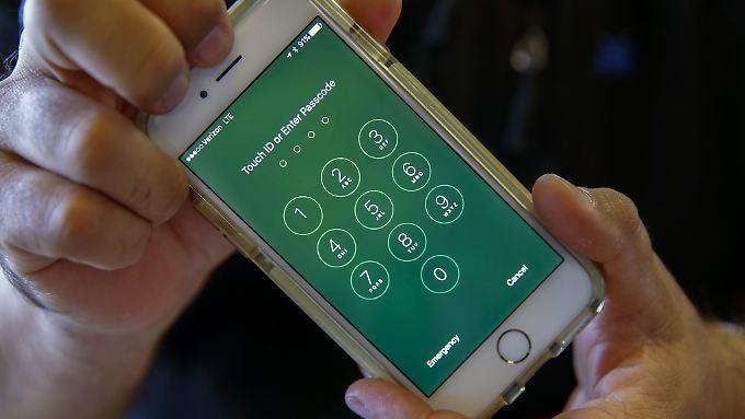 Apple fürchtet einen gefährlichen Präzedenzfall, sollte die UR-Regierung mit ihrer Klage erfolgreich sein.
