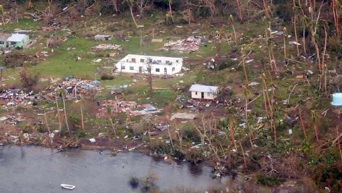 """Dorf auf der Insel Koro: """"Jedes einzelne Haus und Gemeindegebäude zerstört"""""""