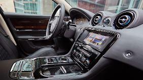 Zur Modernisierung des Cockpits gehört das neue Infotainment-System von Jaguar.