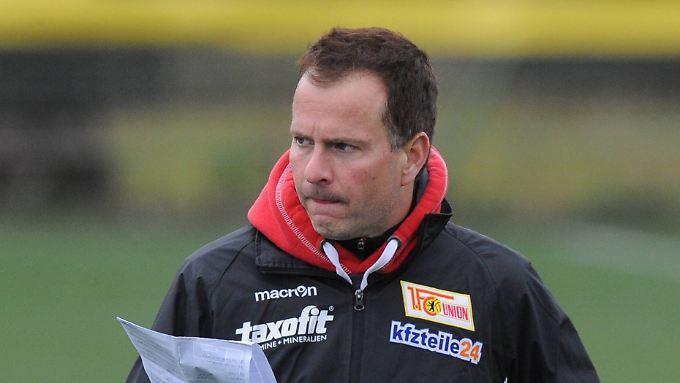 Der Trainer vom 1. FC Union Berlin, Sascha Lewandowski, ist für drei Wochen krankgeschrieben.