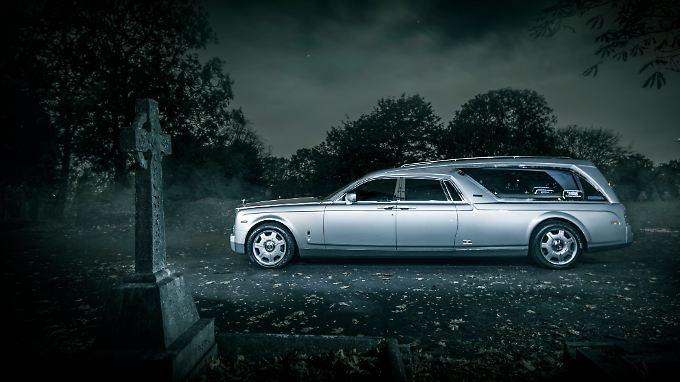 Ein Rolls-Royce für die letzte Ruhe wird bis auf sieben Meter gestreckt.