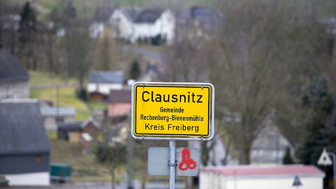 """Sachsens Ministerpräsident Tillich sagt, sein Bundesland habe """"ein Problem mit Rechtsextremismus""""."""