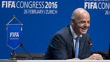 Und es ist wieder ein Schweizer: Mit 115 von 207 Stimmen kürt die Fifa Gianni Infantino zu ihrem neuen Präsidenten - und somit zum Nachfolger Joseph S. Blatters.