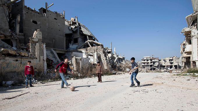 Im Homs trauen sich die Kinder wieder, auf der Straße zu spielen.