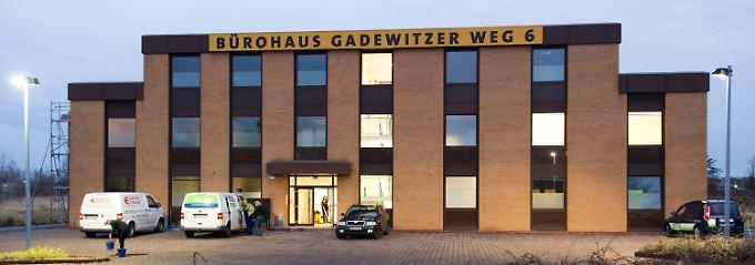 Das ehemalige Bürogebäude wurde mehrfach angegriffen.