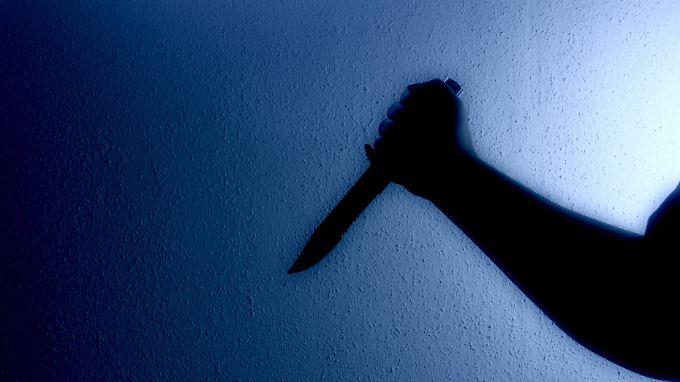 Die Polizei mutmaßt, dass der Beschuldigte seine Verwandten im Schlaf überrascht haben soll.
