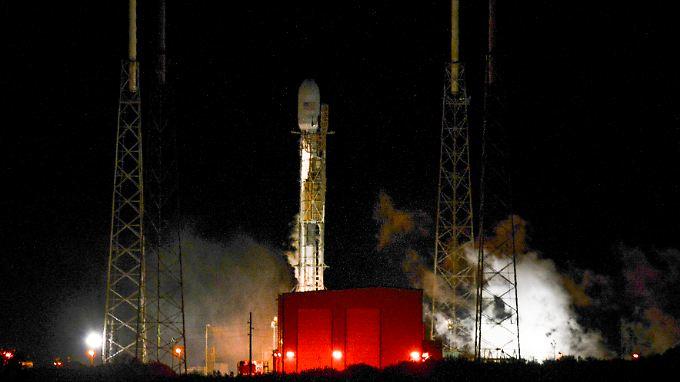 """Die """"Falcon-9"""" auf der Startrampe in Cape Canaveral."""