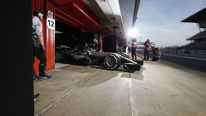 Ausrollen zum Testshowdown: Nico Rosberg in seinem Mercedes-Boliden.