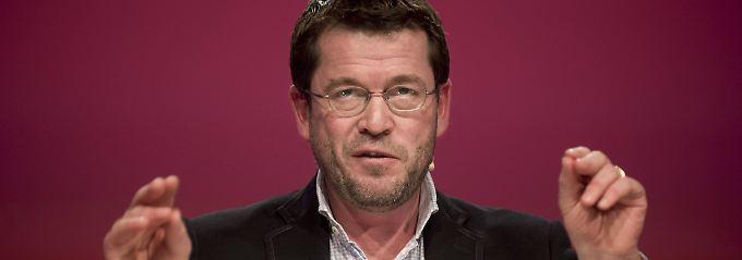 Ein gefragter Mann: Karl-Theodor zu Guttenberg, hier bei einem Auftritt im Dezember 2015 in Berlin.