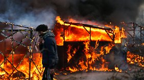 """Hütten aus Protest angezündet: Polizei räumt """"Dschungel von Calais"""""""