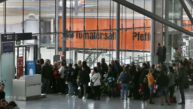 Eine Räumung im hinteren Abflugbereich des Terminal 2, fünf Flüge starteten verspätet und ein Flug wurde gestrichen.