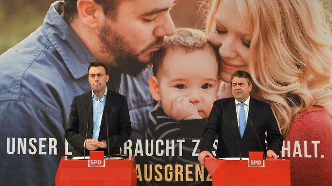 """Gabriel (r.) und Schmid stellen die Anti-AfD-Kampagne """"Meine Stimme für die Vernunft"""" vor."""