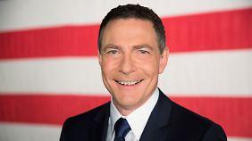 Jonathan Mann moderiert auf CNN International immer samstags um 20.00 Uhr die Sendung Political Mann.