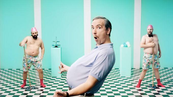 """Der Star des """"Dad Bod""""-Clips ist Olli Schulz."""