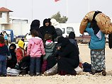 Vor türkischer Grenze gefangen: Zehntausende Syrer fliehen vor IS-Angriffen