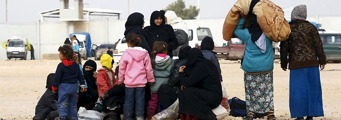 Vor türkischer Grenze eingeschlossen: Zehntausende Syrer fliehen vor IS-Angriffen