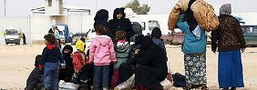 Flüchtlinge an der türkisch-syrischen Grenze.