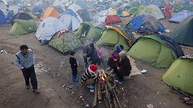 Zehntausende Flüchtlinge im Chaos: Merkel rügt griechische Regierung