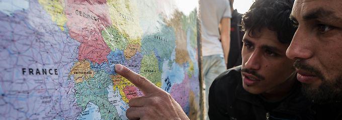 Zwei pakistanische Flüchtlinge auf der griechischen Insel Lesbos.