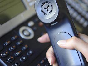 Bietet der bisherige Telekommunikationsanbieter am neuen Wohnort keinen Anschluss an, dann kann der Vertrag mit einer Frist von drei Monaten gekündigt werden. Fristbeginn ist der Eingang des Kündigungsschreibens.