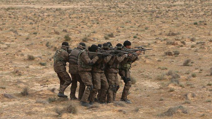 Die tunesische Armee liefert sich immer wieder Kämpfe mit eingefallenen Extremisten aus Libyen.