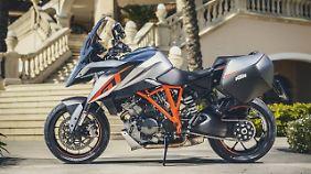 Die 1290 Super Duke GT kostet 17.995 Euro.