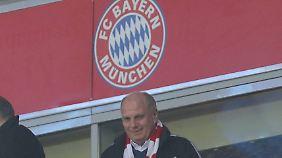 Uli Hoeneß denkt noch über seine Rückkehr ins Präsidentenamt beim FC Bayern nach.