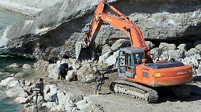 Bereits im Februar wurde versucht, den Damm von außen zu stabilisieren.