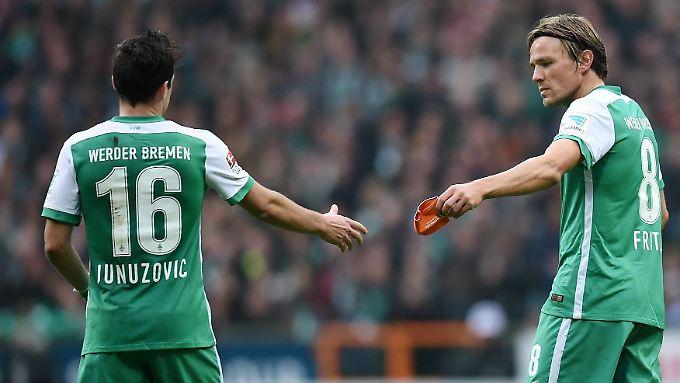 Bremens Gelb-Schinder Zlatko Junuzovic und Clemens Fritz (r.) müssen zahlen statt zuschauen. Ob das hochbezahlte Bundesligaprofis wirklich von Schummeleien abhält?