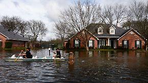 Dauerregen im Südwesten der USA: Trucks, Autos und Häuser versinken in Wassermassen