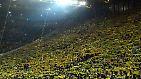 """""""You'll never walk alone."""" Die Fans im Dortmunder Stadion gedachten singend des während des Spiels verstorbenen Zuschauers."""