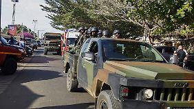 Soldaten sicherten die Gegend ab.