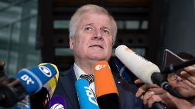 Seehofer äußerte sich vor einer Vorstandssitzung der CSU - die Partei fordert einen Kurswechsel in der Flüchtlingspolitik.