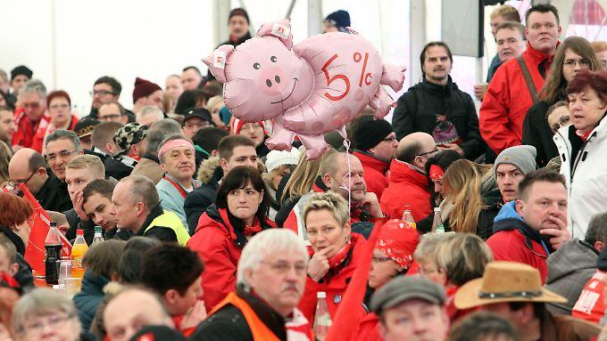 """""""Fünf Prozent mehr"""": Die Gewerkschaft will an dieser Forderung festhalten."""