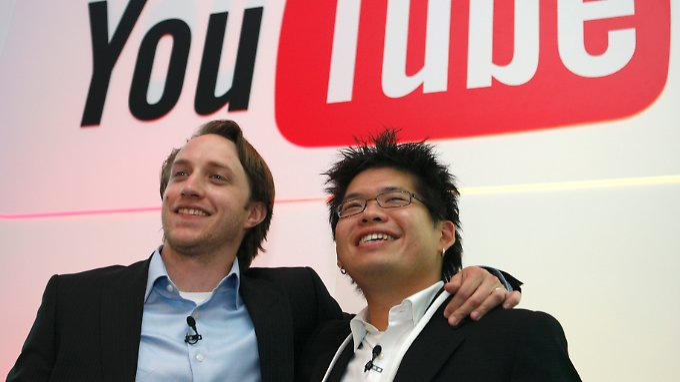 Steve Chen (r.) mit Youtube-Mitgründer Chad Hurley (l., Archivbild).