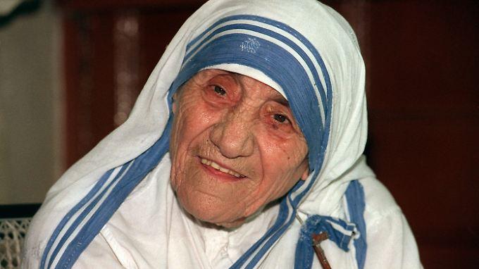 Die katholische Ordensschwester und Friedensnobelpreisträgerin Mutter Teresa - hier 1995 in Kalkutta.