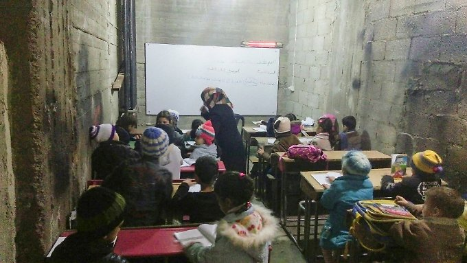 Eine Schule in einem Keller in Syrien.