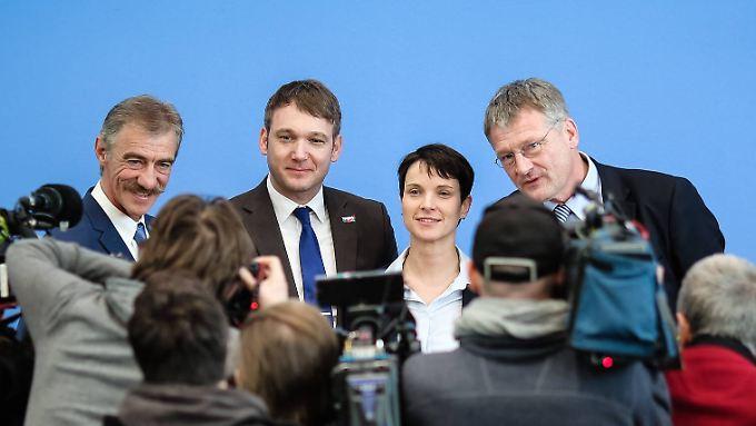 Die AfD-Vorsitzende Frauke Petry und die Spitzenkandidaten von Rheinland-Pfalz, Sachsen-Anhalt und Baden-Württemberg.