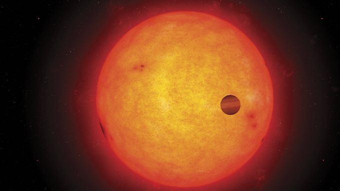 Künstlerische Darstellung eines Exoplaneten beim Transit. Seine Bewohner könnten auch die Erde auf diese Weise beobachten.