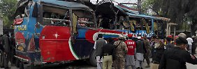 Anschlag auf Bus in Pakistan: Bombe reißt 16 Menschen in den Tod