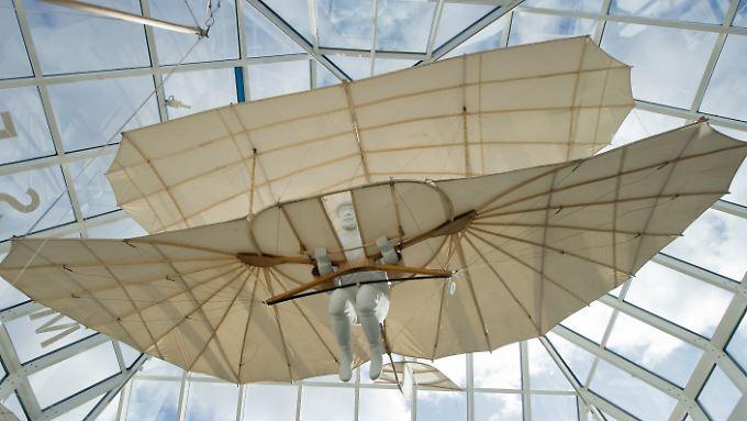 Nachbau eines historischen Fluggerätes im Otto-Lilienthal-Museum in Anklam.