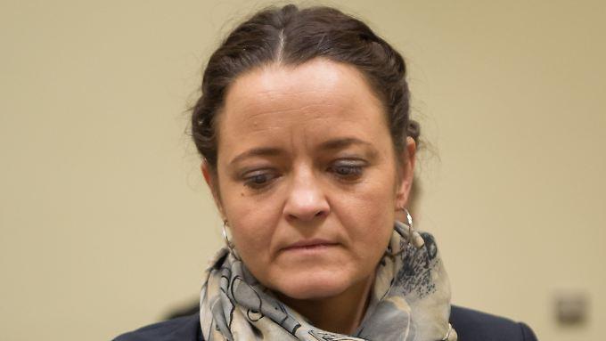 Beate Zschäpe vor Gericht: Fragen beantwortet die mutmaßliche Rechtsterroristin nur schriftlich.