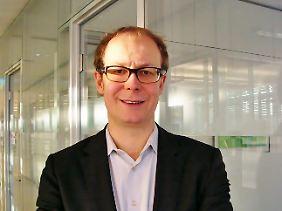 Justus Haucap, Professor für Volkswirtschaftslehre an der Heinrich-Heine-Universität Düsseldorf, Gründungsdirektor des Düsseldorf Institute for Competition Economics (DICE) und bis 2012 Vorsitzender der Monopolkommission. Zu Beginn des Fusionskontrollverfahrens Edeka/Tengelmann hat Tengelmann Haucap als Gutachter zu Rate gezogen.