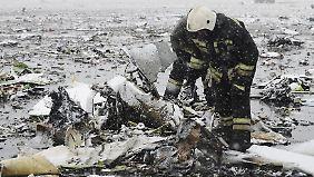 Alle Insassen tot: Passagierflugzeug stürzt beim Landeanflug in Russland ab